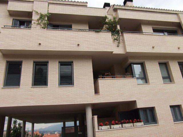 Apartamento en Castellv� de Rosanes (33908-0001) - foto0