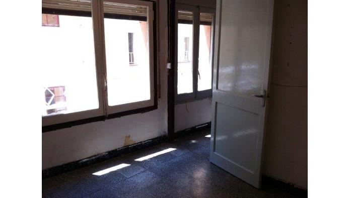 Edificio en Berga (60575-0001) - foto3