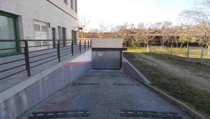 Garaje en Moralzarzal (84089-0001) - foto1