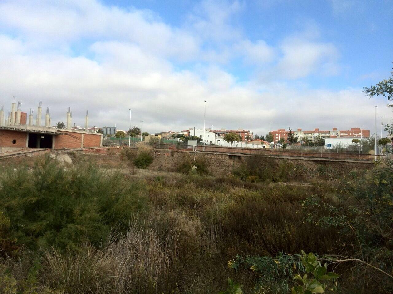 Solares en M�rida (Camino Viejo de Mirandilla) - foto3