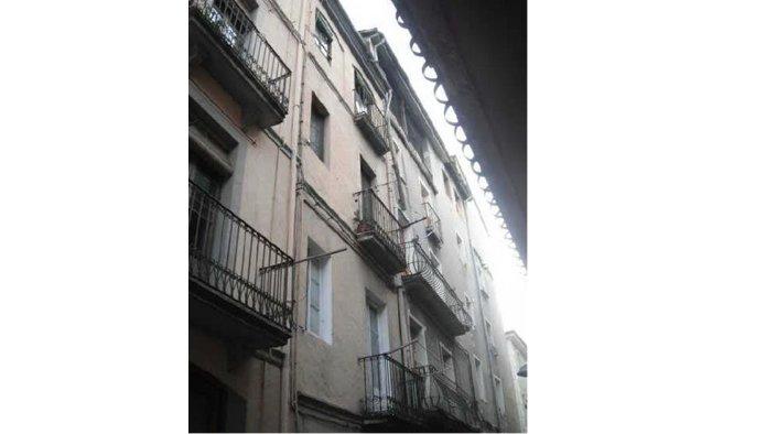 Edificio en Olot (42602-0001) - foto0