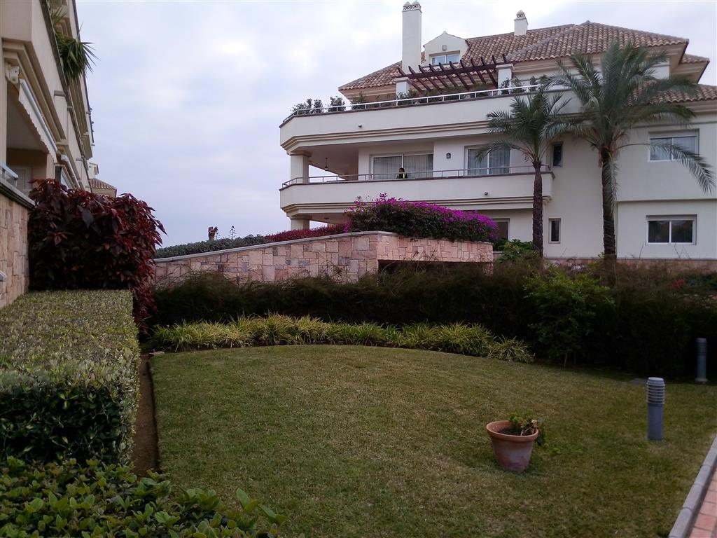 Apartamento en Estepona (30194-0001) - foto0