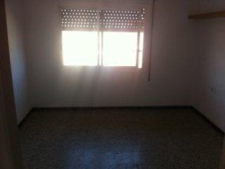 �tico en Cornell� de Llobregat (35081-0001) - foto2