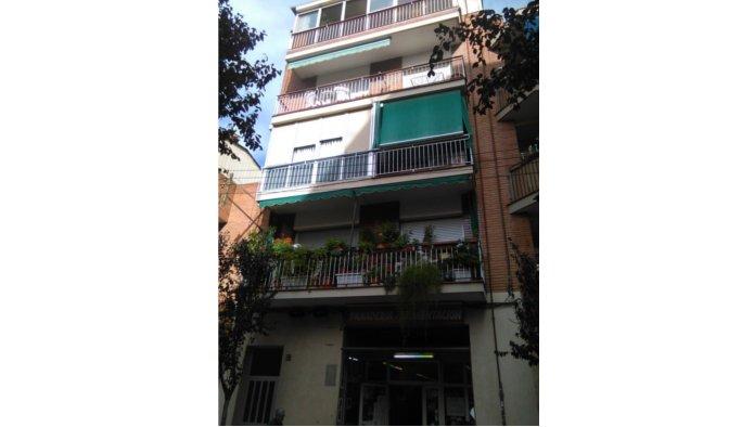 �tico en Cornell� de Llobregat (35081-0001) - foto0