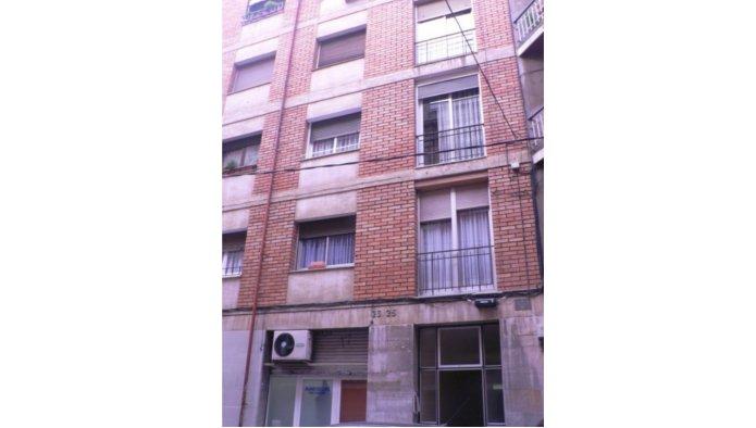 Locales en Barcelona (Rosalía de Castro) - foto0