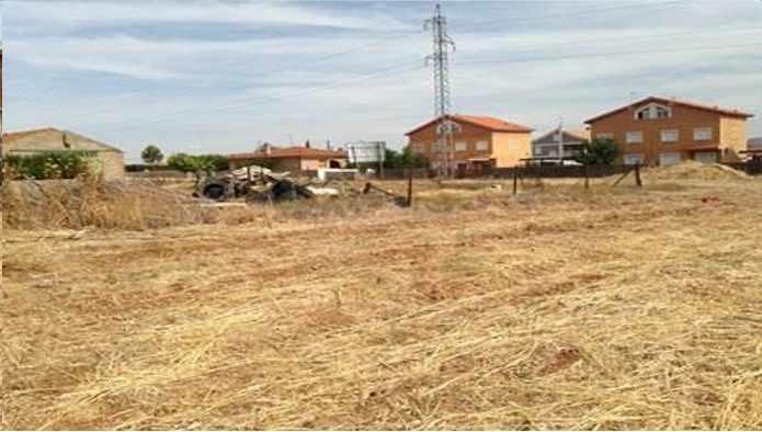 Solares en Yunquera de Henares (C/ Molina de Aragon) - foto2